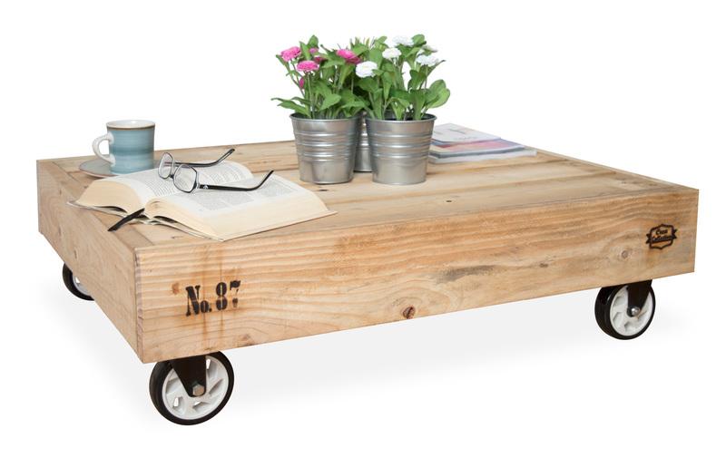 Mesa palet de centro con ruedas nature de madera reciclada for Mesa de centro de palet
